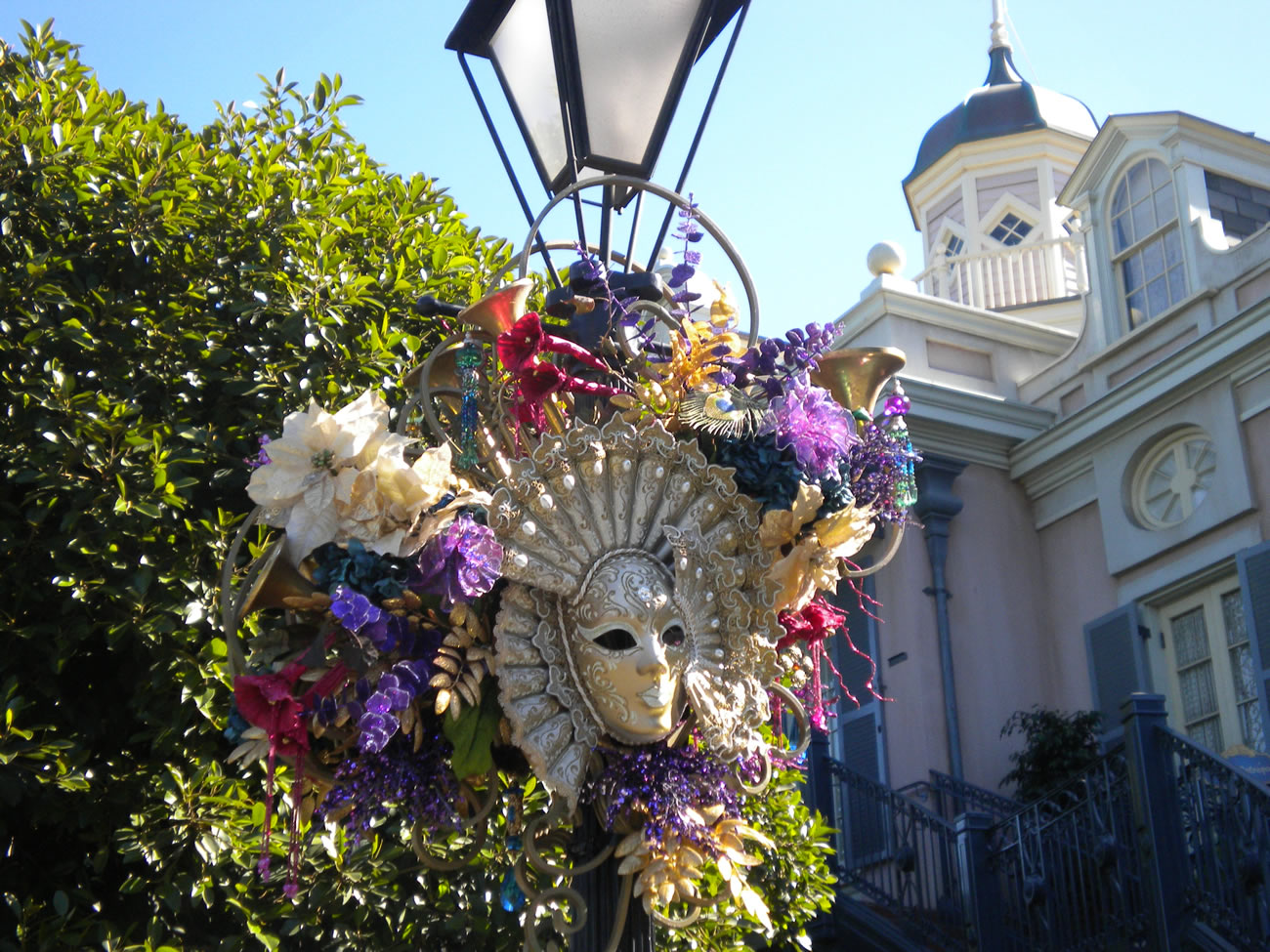 The disneyland dilettante kidnap the magic nos holiday wall originally though they were decorated in a slightly more restrained fashion with the ornaments on and in a base of evergreen thats how it was some years amipublicfo Images