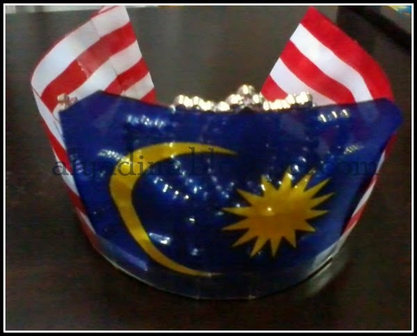 Crown with malaysia flag