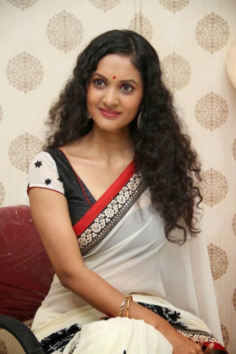 Nivitha Saree photos Nivita stills-HQ-Photo-13