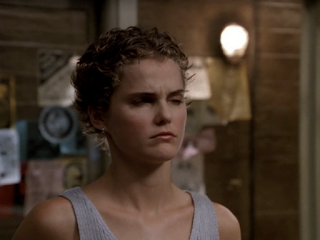 Felicity (Keri Russell) with short pixie hair.