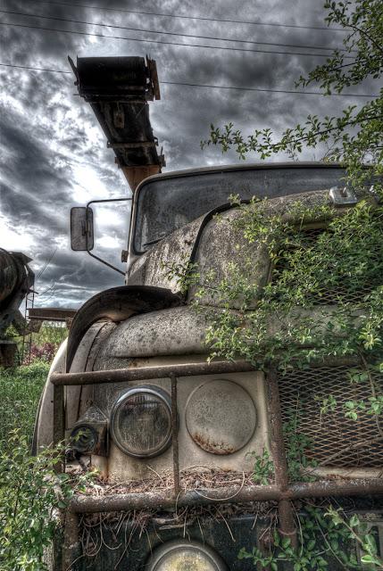 photo hdr urbex, friche auto, photo hdr, photo hdr camion, urbex puy de dome, photo fabien monteil