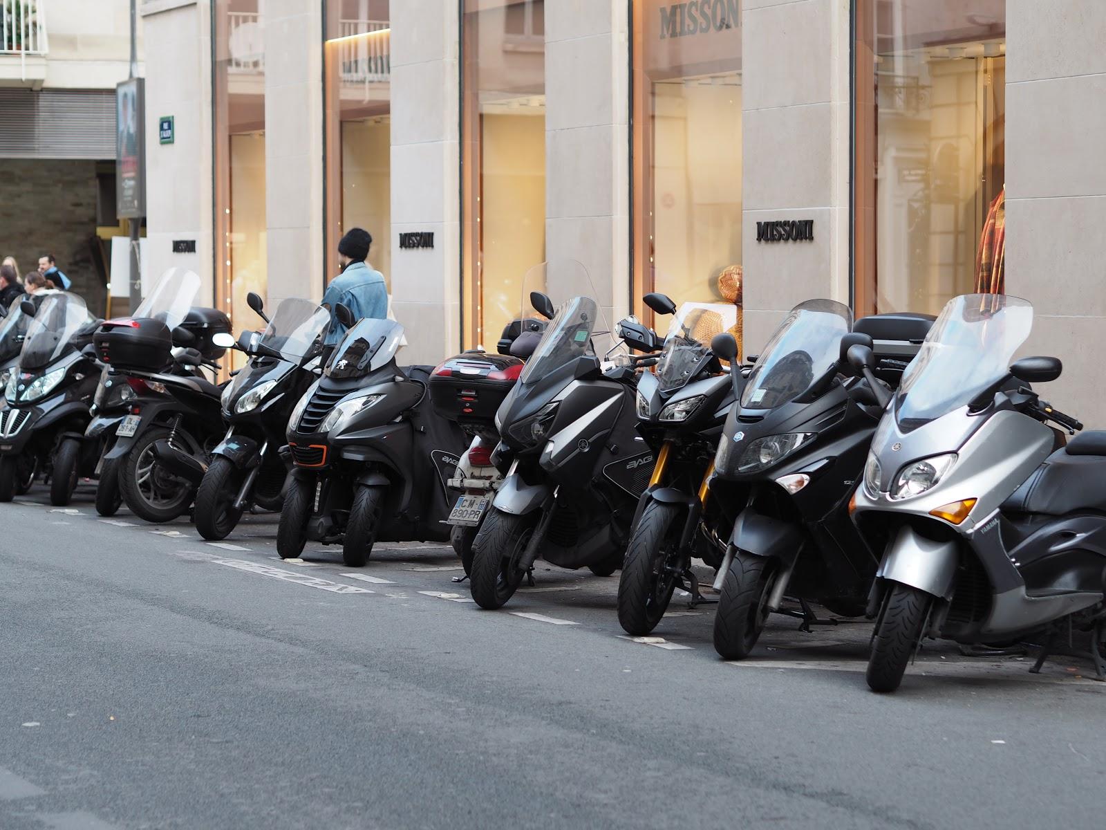 Mopeds, Paris