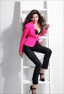 parvathy omnakuttan sexy pictures