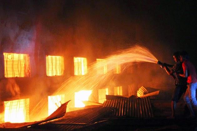 Pożar w fabryce ubrań w Bangladeszu