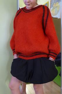 sweter na drutach reglan