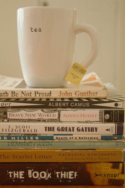pila libros taza te