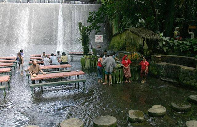 restoran di tengah tengah sungai-10