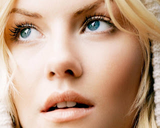 Cute model Elisha Cuthbert New HD picture photo gallery Elisha Cuthbert picture collection 2012