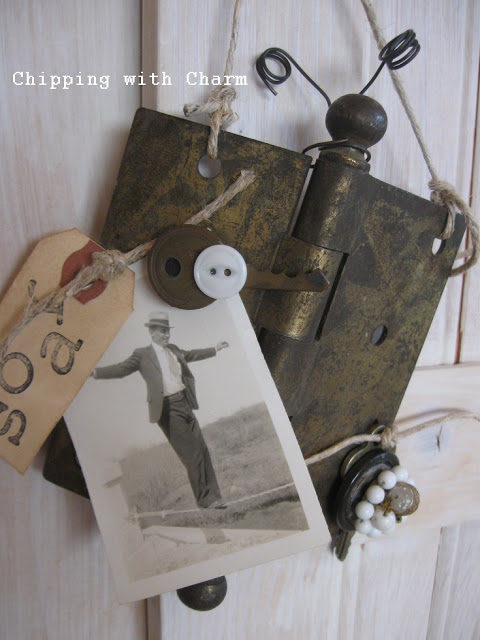 Make a butterfly rusty hinge picture frame you can hang... in minutes! Perfect for the true blue junker. By Chipping with Charm featured on I Love That Junk