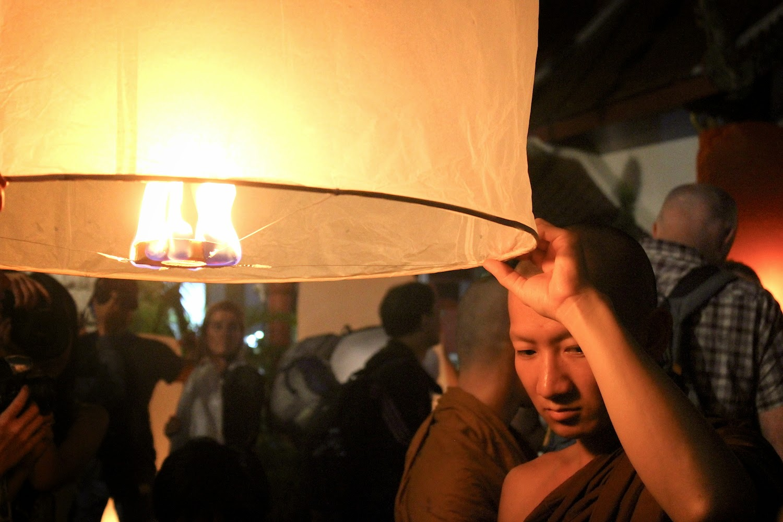 La virtù della pazienza durante il Loy Krathong a Chiang Mai - foto di Elisa Chisana Hoshi