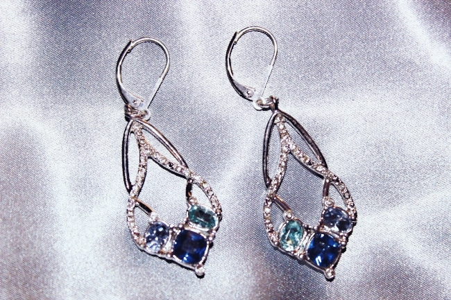 Avon jewelry- Entwined Shimmer earrings. Avon jewelry set- Entwined Shimmer. Avon Jewelry. Avon nakit. Avon jewellery. Jewelry trends 2015.