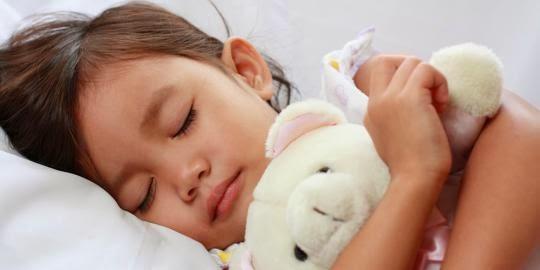 terkadang seorang ibu rela melaksanakan apapun demi melihat anaknya sehat Tips Supaya Tidur Anak Cukup dan Berkualitas
