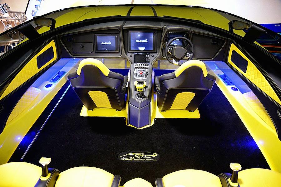 ランボルギーニにインスパイアされた高級レーシングボート「アヴェンタボート」が登場