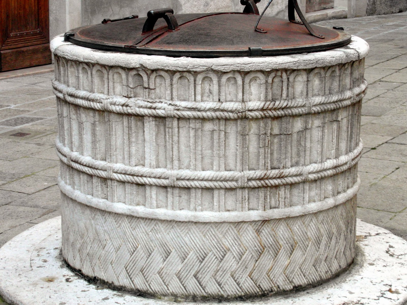 Early 15th century well-head (vera da pozzo), Corte Gregolina, Venice. A rare example of a basket-weave design.