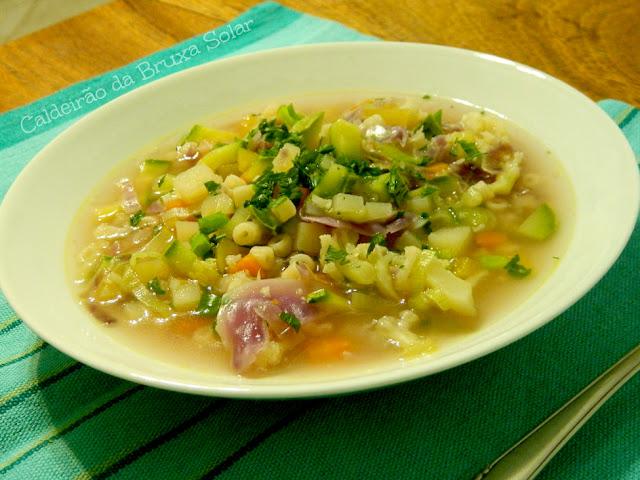 Sopa de vegetais e massa