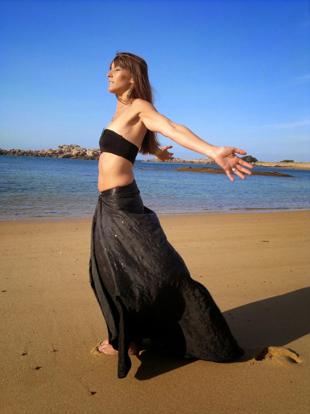 http://www.alittlemarket.com/jupe/fr_au_inspiration_d_egypte_jupe_longue_avec_traine_-9303591.html