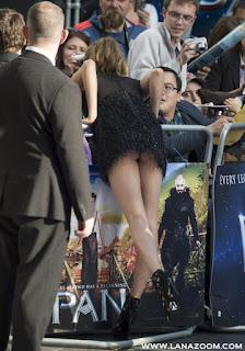 كارا ديليفين يظهر مؤخرتها! خلال تواجدها في لندن