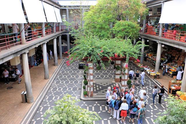 Innenhof des Mercado dos Lavradores, Funchal, Madeira Portugal