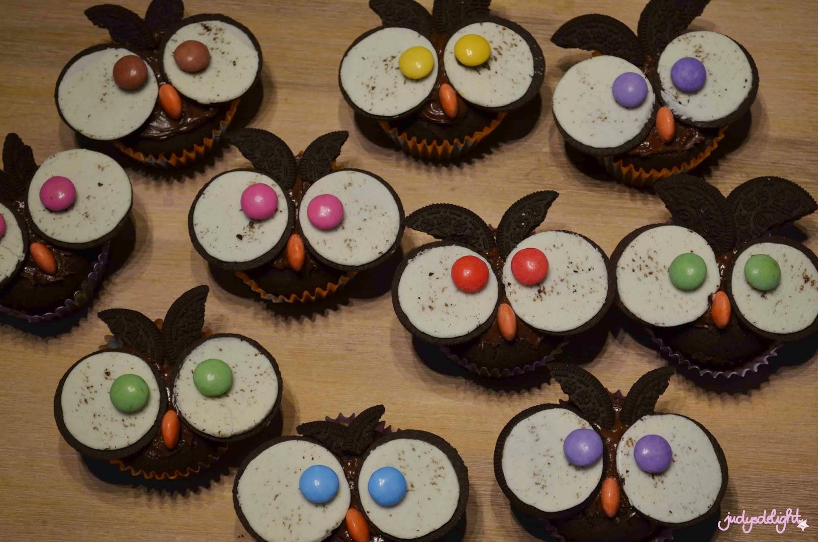 bunte muffins mit smarties und twix rezepte suchen. Black Bedroom Furniture Sets. Home Design Ideas