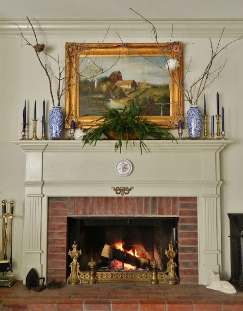 holiday mantle via homeology modern vintage
