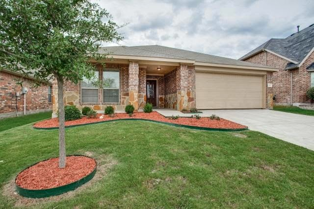 Gorgeous starter home in paloma creek little elm under for Houses under 200000