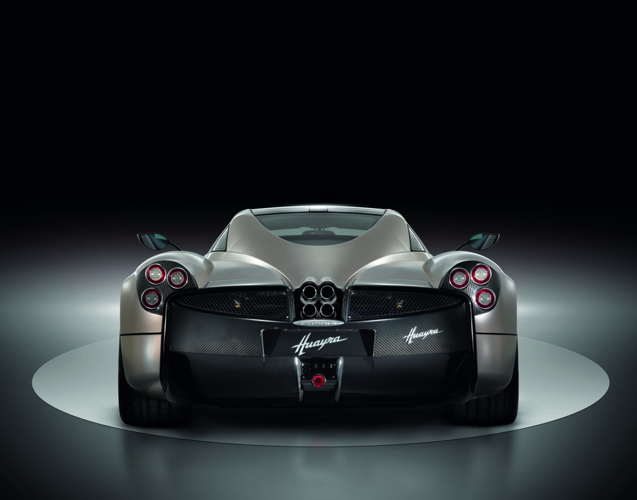 automobiles tout savoir sur les marques pagani huayra. Black Bedroom Furniture Sets. Home Design Ideas