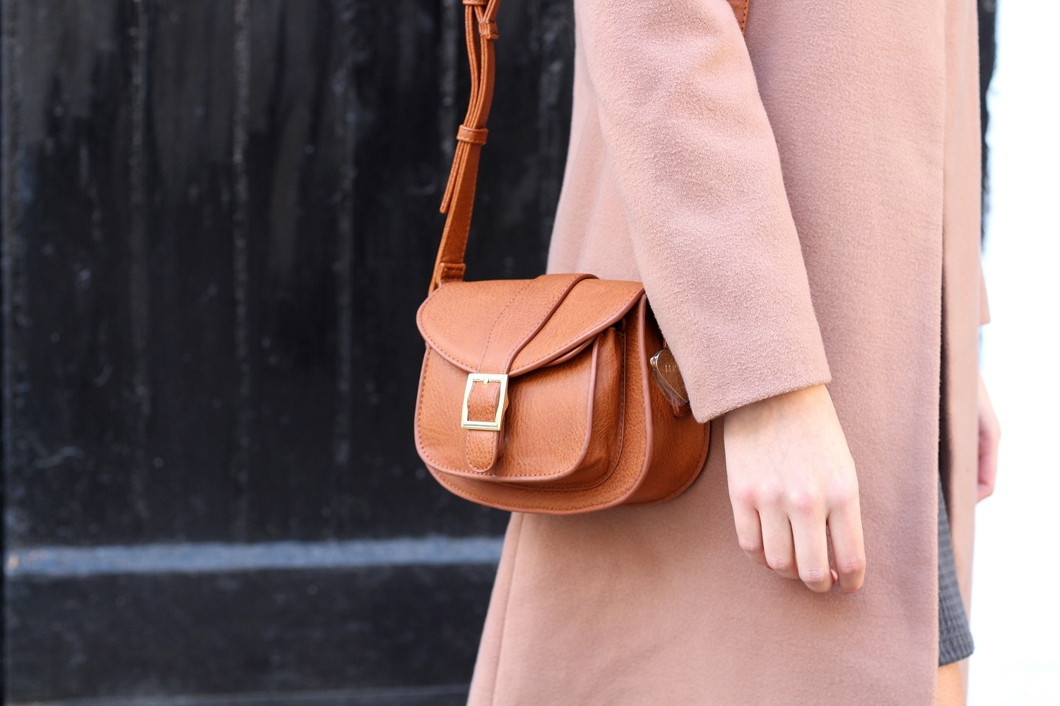peexo fashion blogger wearing marc b bag