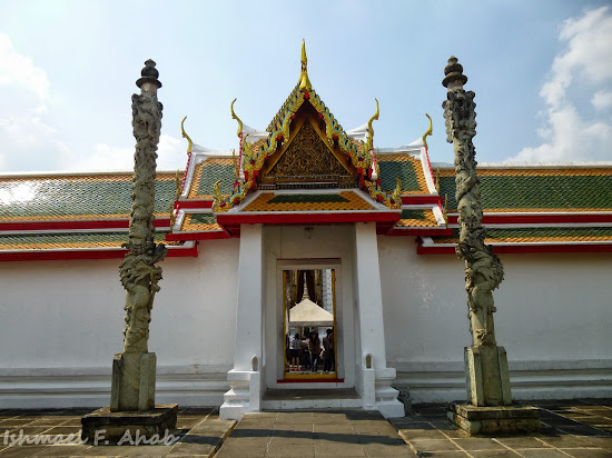 Outer courtyard of the Wat Arun ubosot