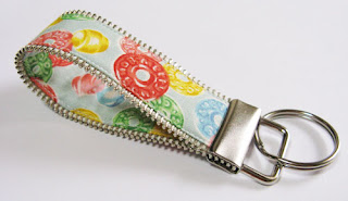recycling ideas and tutorial:   new key fob with zipper