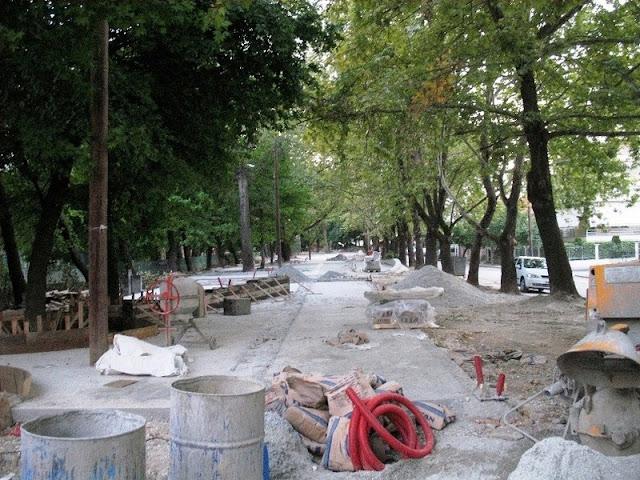 Αντικατέστησαν δέντρα με τόνους τσιμέντο και κυβόλιθο