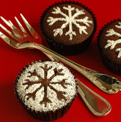 Catching snowflakes by christmas cupcakes