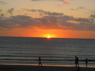 Piriapolis atardecer playa siluetas verano paisaje
