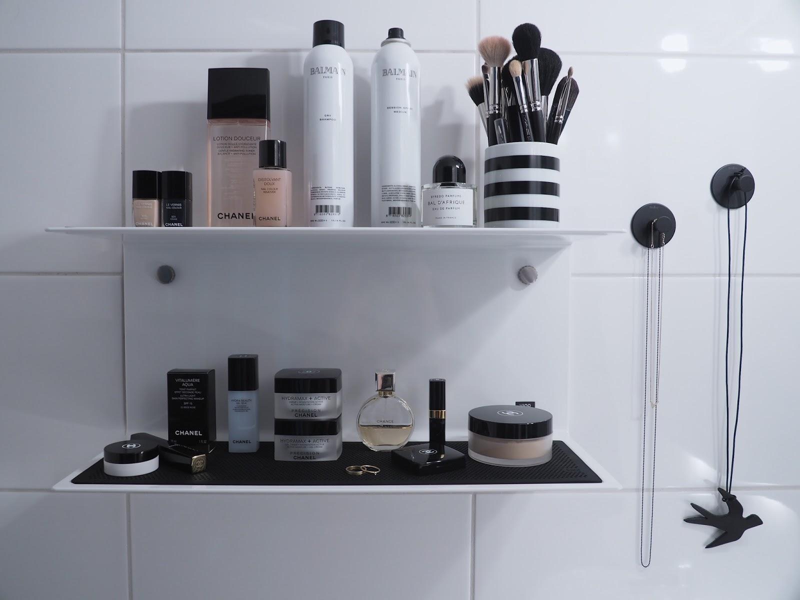 Kylpyhuoneen seinähylly