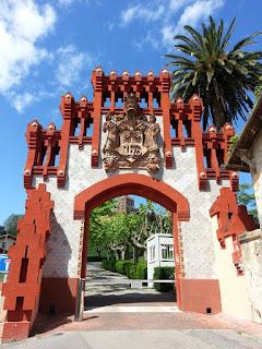 Comillas. Porta de la Universitat Pontificia