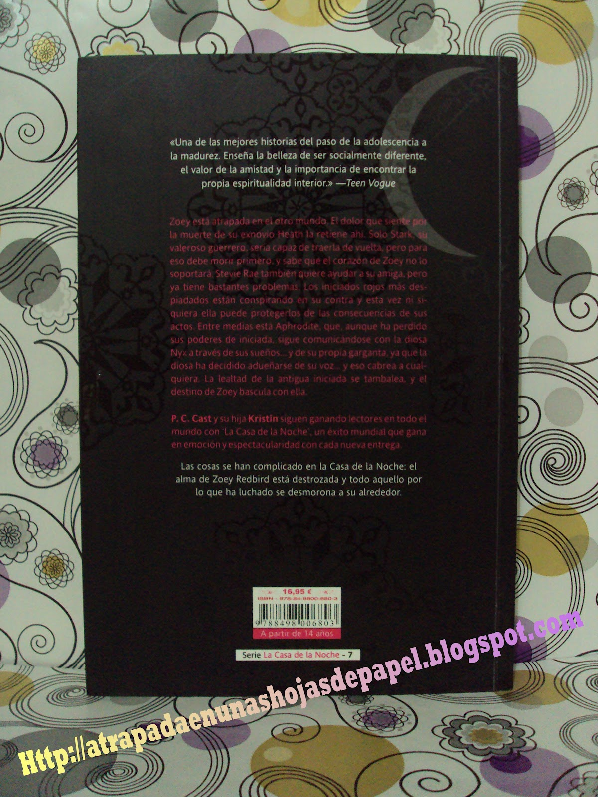 http://1.bp.blogspot.com/-M2wuTVcvrKc/T3eVP4bB_gI/AAAAAAAABe0/_JJCtytvxWI/s1600/Abrasada+La+casa+de+la+noche+P.C.+Cast+y+Kristin+Cast+portada+trasera+Atrapada+en+unas+hojas+de+papel.JPG
