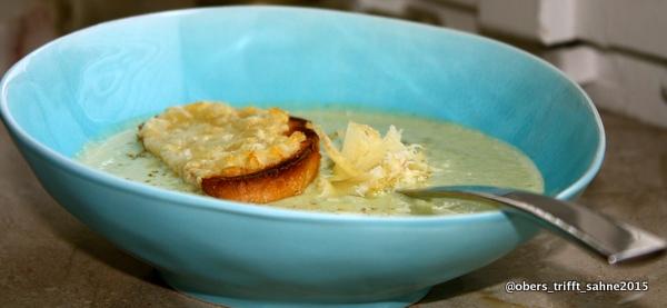 Zucchinicremsuppe mit Käse