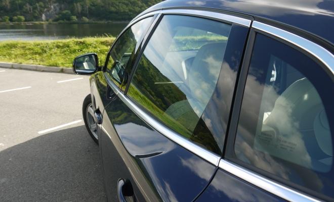 Volvo V40 shoulder kink