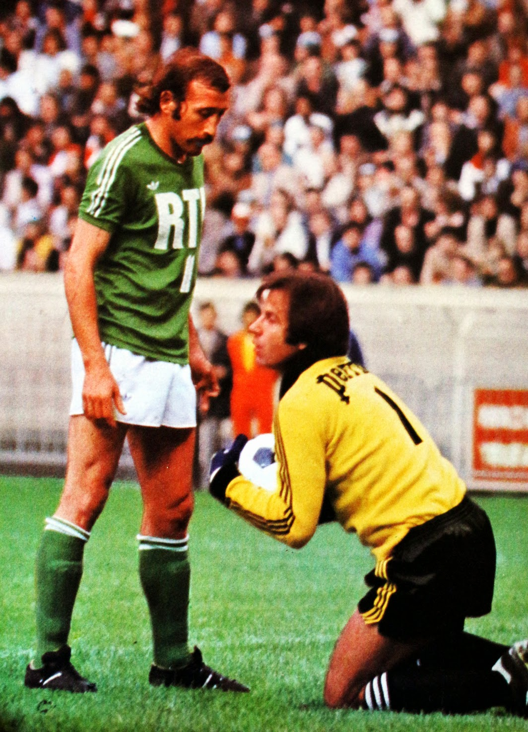 finale coupe de france 1977 st etienne stade de reims the vintage football club. Black Bedroom Furniture Sets. Home Design Ideas