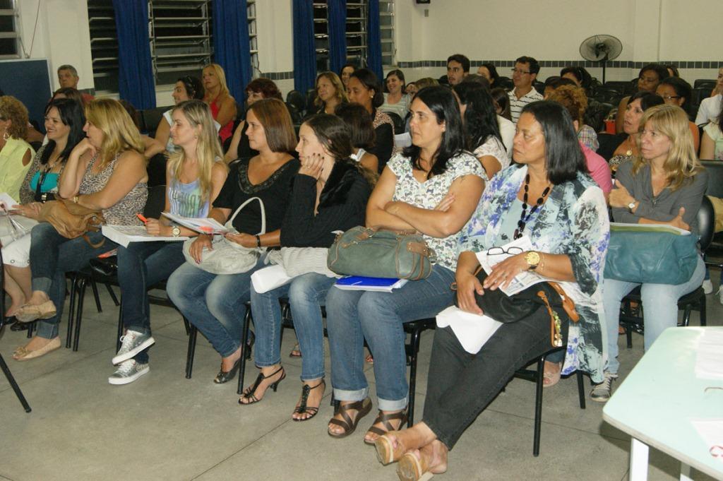 Educadores da EJA se reúnem por dois dias para planejar ano letivo de 2013