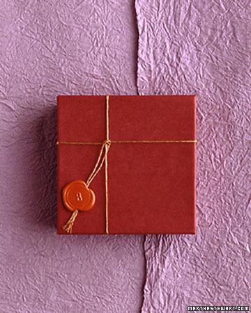 Caja de cartón rojo