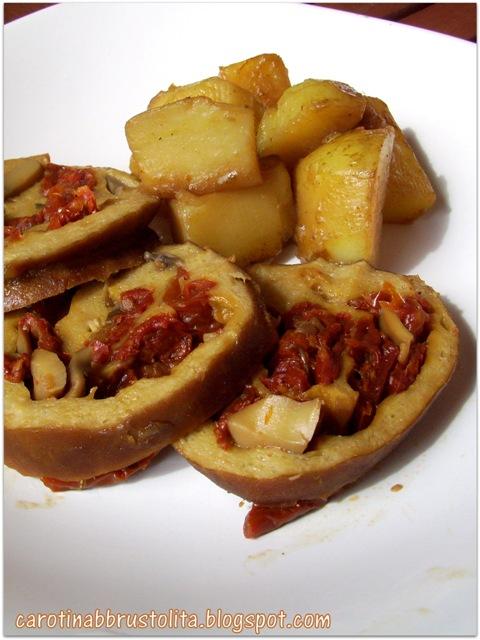 arrosto di seitan con pomodori e funghi