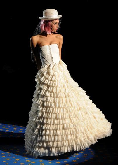 Capharna m wedding dresses for Robes de mariage de betsey johnson