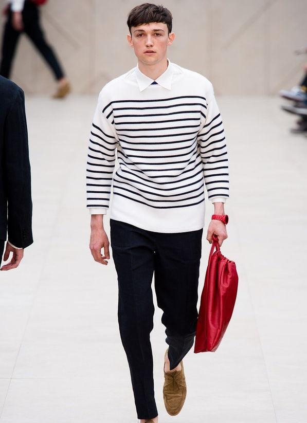 Look navy en el desfile de Burberry analizado en nuestro blog de moda masculina