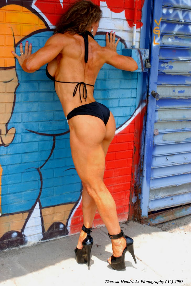 Theresa Hendricks Posing Her Hot, Fit Muscles