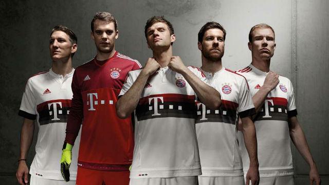 Uniforme número dois do Bayern de Munique muito semelhante ao do Flamengo (Foto: Divulgação)