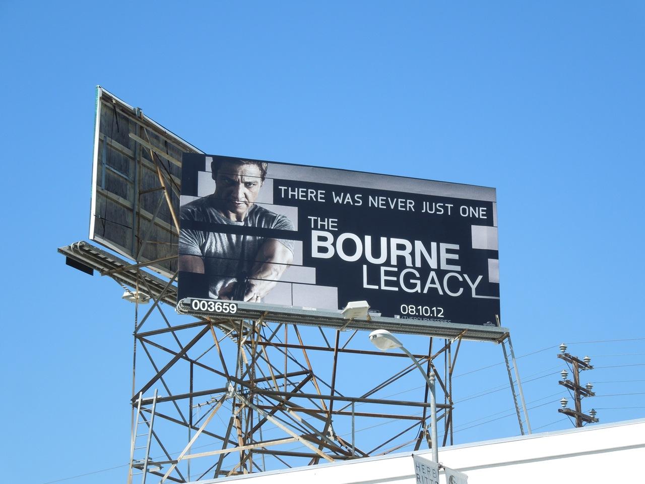 http://1.bp.blogspot.com/-M4n-TvxG-VU/UBLoKklbwhI/AAAAAAAAul4/PLZq4j3QqSw/s1600/bourne+legacy+billboard.jpg