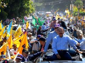 Danilo encabeza caravana en Elías Piña y San Juan