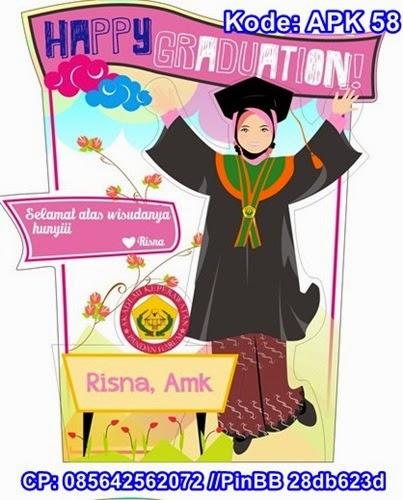 plakat wisuda animasi trophy karikatur kado hadiah akrilik resin graduation gift souvenir kelulusan sarjana sekolah