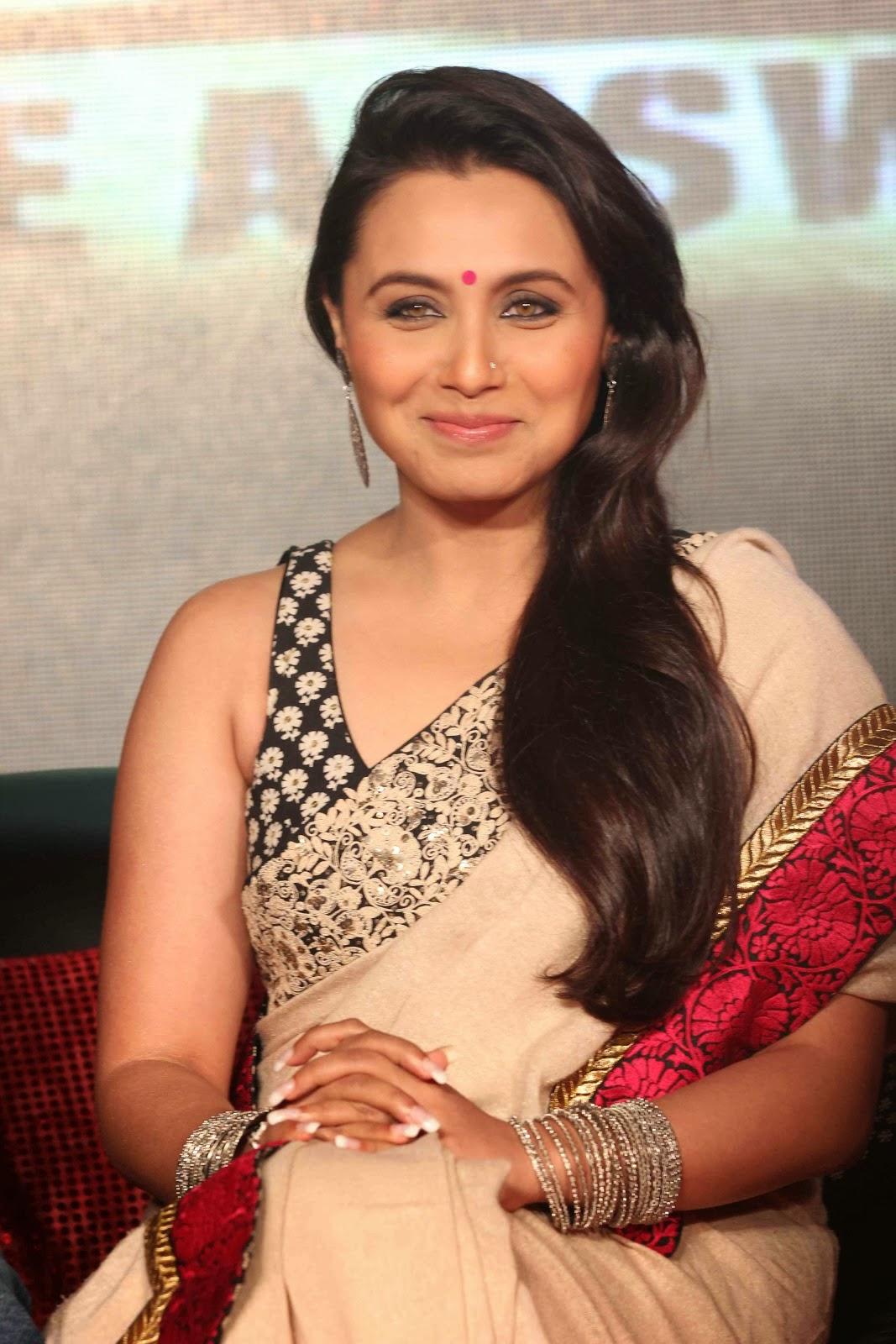 Rani Mukherjee Hot Sexy Pose Images In Saree Celebrity Images 1067 x ...