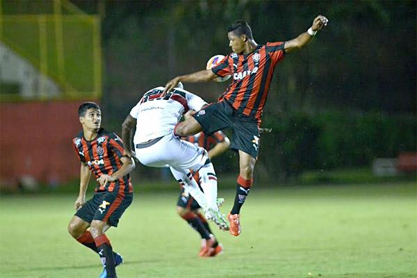 O Vitória manteve a liderança na Série B